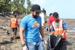 Jackky Bhagnani, Pooja Bhatt at Chimbai Beach Clean Up Drive By BMC on 18th June 2017 (14)_5946791f5a43a.JPG