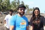 Jackky Bhagnani, Pooja Bhatt at Chimbai Beach Clean Up Drive By BMC on 18th June 2017 (22)_594679b0018d1.JPG