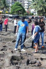 Jackky Bhagnani, Pooja Bhatt at Chimbai Beach Clean Up Drive By BMC on 18th June 2017 (25)_5946793945029.JPG
