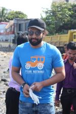 Jackky Bhagnani, Pooja Bhatt at Chimbai Beach Clean Up Drive By BMC on 18th June 2017 (5)_5946790a84231.JPG