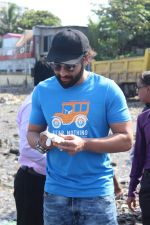 Jackky Bhagnani, Pooja Bhatt at Chimbai Beach Clean Up Drive By BMC on 18th June 2017 (6)_5946790cc6f2e.JPG