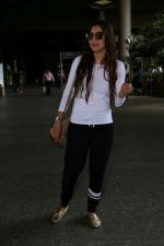 Gauhar Khan Spotted At Airport on 19th June 2017 (2)_5947b67054073.JPG