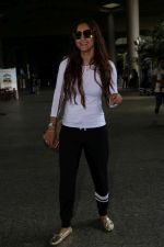 Gauhar Khan Spotted At Airport on 19th June 2017 (4)_5947b67212bfc.JPG