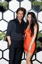 SRK and Suhana at the Grand Opening Party Of Arth Restaurant on 18th June 2017 (3)_5947a614a837e.JPG