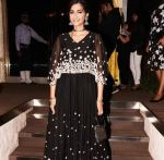 Sonam Kapoor at the Grand Opening Party Of Arth Restaurant on 18th June 2017 (19)_5947a7d66ca61.jpg