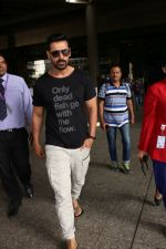 John Abraham at the Airport on 20th June 2017 (1)_59491489227de.JPG