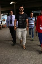 John Abraham at the Airport on 20th June 2017 (4)_5949148a93cb5.JPG