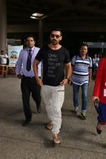 John Abraham at the Airport on 20th June 2017 (5)_5949148b4ac8d.JPG