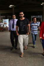 John Abraham at the Airport on 20th June 2017 (6)_5949148c0a39f.JPG