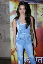Kiara Advani at the Special Screening Of Film Hrudayantar on 19th June 2017 (22)_5948b9e88975b.JPG