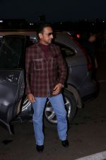 Gulshan Grover at the Airport on 21st June 2017 (2)_594b33ee17f01.JPG