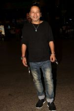 Kailash Kher spotted at the Airport on 23rd June 2017 (5)_594dd4591fbef.JPG