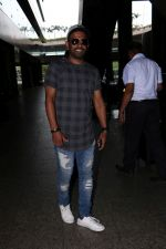 Dharmesh Yelande Spotted At Airport on 24th June 2017 (4)_594f23ea83080.JPG