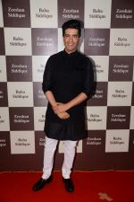Manish Malhotra at Baba Siddique Iftar Party in Mumbai on 24th June 2017 (261)_594f9bb12a12b.JPG