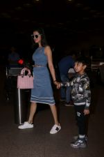 Divya Khosla Kumar & Bhushan Kumar Spotted At Airport on 1st July 2017 (2)_595859cc5450b.JPG