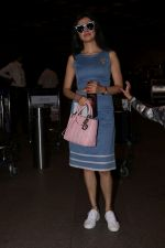 Divya Khosla Kumar & Bhushan Kumar Spotted At Airport on 1st July 2017 (4)_595859d345eb3.JPG