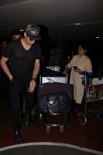 Sidharth Malhotra spotted at the airport on 1st July 2017 (1)_595856e897fb1.JPG