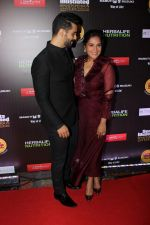Richa Chadda, Angad Bedi at The 6th Edition Of SportsPerson Of The Year Awards 2017 on 7th July 2017 (61)_596042eb4ff39.JPG