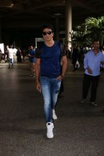Sonu Sood Spotted At Airport on 8th July 2017 (6)_5960d33c1fa86.JPG