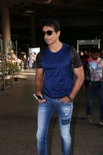 Sonu Sood Spotted At Airport on 8th July 2017 (8)_5960d33df0290.JPG