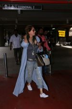Dimple Kapadia spotted at the Airport on 10th July 2017 (7)_596376f5164d4.JPG