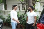 Suniel Shetty with son Ahan was spotted at Sajid Nadiadwala_s residence on 10th July 2017 (6)_59633f0e82057.jpg