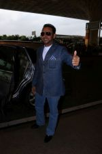 Gulshan Grover Spotted At Airport on 11th July 2017 (10)_5965b1f8bf7c6.JPG