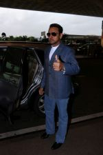 Gulshan Grover Spotted At Airport on 11th July 2017 (3)_5965b1f1e59f7.JPG