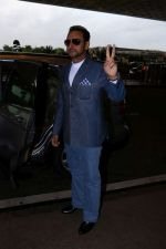 Gulshan Grover Spotted At Airport on 11th July 2017 (7)_5965b1f650c7e.JPG