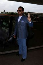 Gulshan Grover Spotted At Airport on 11th July 2017 (8)_5965b1f71cb25.JPG