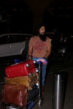 Randeep Hooda Spotted At Airport on 11th July 2017 (2)_5965b28503510.JPG