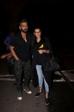 Suniel Shetty, Mana Shetty snapped in Mumbai airport leaving For IIFA which will held in New York on 11th July 2017 (67)_5965e757c03d5.JPG