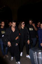Bipasha Basu, Karan Singh Grover Spotted At Airport on 12th July 2017 (10)_5966e9fd1b681.JPG