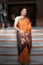 Bhumika Chawla at the Exhibition Of Mr Bharat Thakur Art Gallery on 14th July 2017 (78)_5969b1687594a.JPG