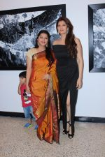 Bhumika Chawla, Sangeeta Bijlani at the Exhibition Of Mr Bharat Thakur Art Gallery on 14th July 2017 (32)_5969b16bb5c12.JPG