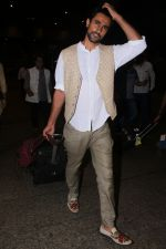 Kunal Kapoor Spotted At Airport Returns From IIFA on 17th July 2017 (26)_596d7a0db6918.JPG