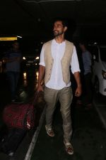 Kunal Kapoor Spotted At Airport Returns From IIFA on 17th July 2017 (31)_596d7a162103f.JPG