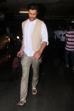 Kunal Kapoor Spotted At Airport Returns From IIFA on 17th July 2017 (33)_596d7a1960f99.JPG