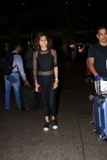 Taapsee Pannu Spotted At Airport Returns From IIFA on 17th July 2017 (3)_596d7fd572f2d.JPG