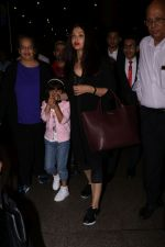 Aishwarya Rai with daughter Aaradhya Bachchan spotted at the airport on 22nd July 2017 (3)_59731c50255df.JPG