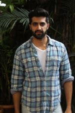 Akshay Oberoi promotes for Film Gurgaon on 21st July 2017 (18)_597308f6d6033.JPG