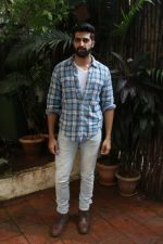 Akshay Oberoi promotes for Film Gurgaon on 21st July 2017 (21)_597308f890b71.JPG