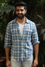 Akshay Oberoi promotes for Film Gurgaon on 21st July 2017 (25)_597308fca0bb2.JPG