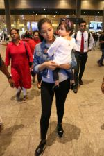 Mira Rajput & Her Daughter Spotted At Airport on 25th July 2017