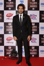 Arjan Bajwa At Red Carpet Of Big Zee Entertainment Awards 2017 on 29th July 2017 (93)_597d900e4de9f.JPG