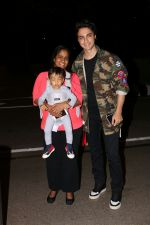 Arpita Khan With Her Husband Ayush Sharma and Son At International Airport on 30th July 2017 (18)_597d66101c816.JPG