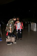 Arpita Khan With Her Husband Ayush Sharma and Son At International Airport on 30th July 2017 (21)_597d6611a7bc9.JPG
