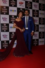 Divyanka Tripathi, Vivek Dahiya At Red Carpet Of Big Zee Entertainment Awards 2017 on 29th July 2017 (99)_597d90d62aecd.JPG