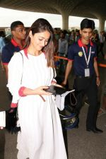 Ileana D_Cruz with Mubarakan team spotted at airport on 29th July 2017 (33)_597d5a0379563.JPG