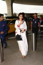 Ileana D_Cruz with Mubarakan team spotted at airport on 29th July 2017 (37)_597d5a06a4b9c.JPG